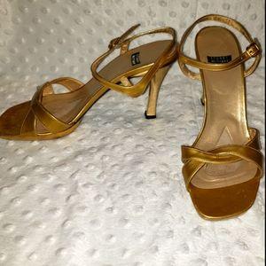 Stuart Weitzman 7 1/2 Vintage ankle strap gold